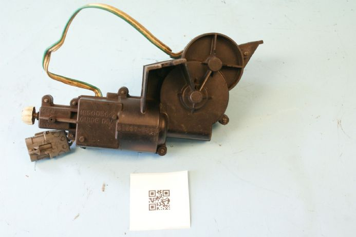 1984-1987 Corvette C4 RH Headlight Motor GM 16500364, Used Fair